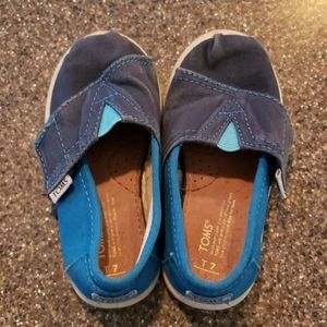 Toms boys toddler 7 well loved shoes
